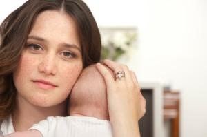 что влияет на послеродовую депрессию